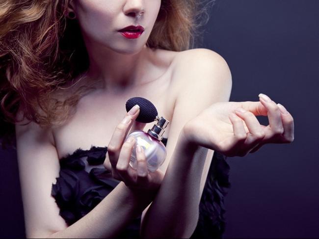 Kova Burcu (21 Ocak-12 Şubat)  Yaratıcı ve özgür ruhlu Kova kadınları güzellik konusunda oldukça hassaslar. Cilt bakımından, makyaja her konuda titizlikle hareket eden, daima doğru ürünleri arayan Kovaların mutlaka imzası niteliğinde bir parfümü olmalı.