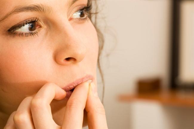 Tırnak Uzatma Yöntemleri  Tırnaklarda çabuk kırılma sorunu varsa öncelikle bunun asıl nedeni araştırılmalı. Sağlık problemlerinizden dolayı tırnaklarınız uzamayabilir. Tırnaklarınızdaki sorunlar vitamin eksikliğinden oluşabileceği gibi, tırnak yemek ve tırnakları kemirmekte rahatsızlıktır ve tedavi edilmelidir. Tırnaklarınızı yeme sorununuz varsa acı ojelerden alarak tırnaklarınıza sürekli uygulamalısınız.