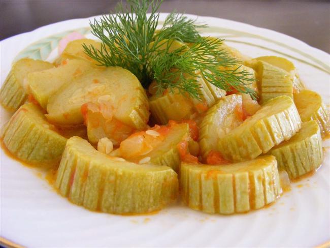 13. Gün Menüsü  Sabah Kahvaltısı  * Meyve salatası * Ceviz içi ( 3 tane tam ) * Kivi ( 1 tane ) * Ananas ( 2 dilim ) * Toz tarçın ( 1 çay kaşığı ) * Süt ( 1 bardak yarım yağlı ) Ara Öğün * Elma ( 1 tane ) * Kivi ( 1 tane ) Öğle Yemeği  * Yoğurt ( 1 kase yarım yağlı ) * Kabak yemeği ( 6 yemek kaşığı ) * Yeşilbiber ( közlenmiş 3 tane ) * Salata Ara Öğün  * Çilek ( 8 tane 9 * Badem ( 6 tane ) 1 Saat Sonra  * Mürdüm eriği ( 3 tane ) Akşam Yemeği  * Sebze çorbası ( 1 tabak ) Gece  * Armut ( 1tane ) * Melisa çayı ( 1 fincan )