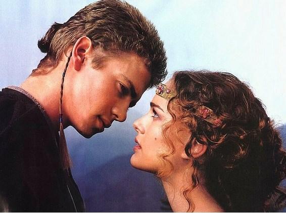 Star Wars'taki deneyimlerimize göre Natalie Portman'ın karşısındaki adam babyface olmamalı.
