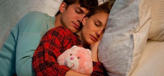 Natalie Portman'ın ilerleyen yıllarda Ashton Kutcher ile de aynı sorunu yaşadığını tecrübe etmiştik.
