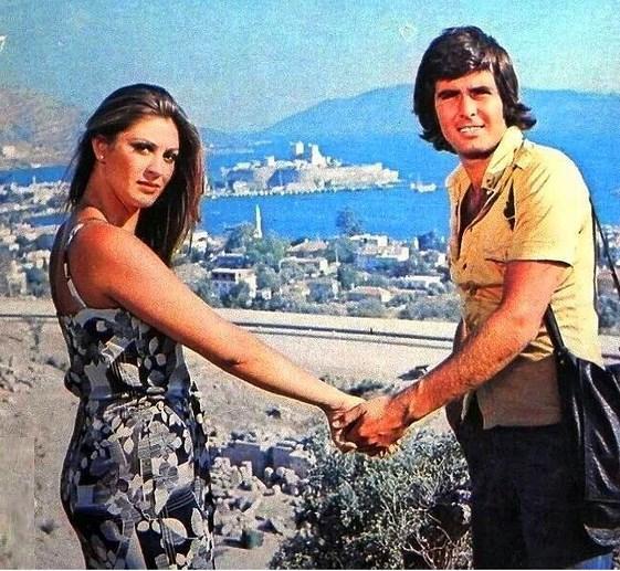 Ah Nerede'yi onlarca kez izlesek de her defasında ekrana hayranlıkla baktıran çift: Gülşen Bubikoğlu ve Tarık Akan