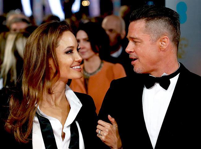 Herkesin aşkı kendine güzeldir ve en özeldir de bu aşk bambaşka.  Yedikleri yemeklerden yaptıkları mükemmel işlere, birbirlerine destek olmalarından uzun evlilik sırlarına kadar hepimizi içine çekiyor Brad Pitt ve Angelina Jolie aşkı.  Çünkü ne olursa olsun birbirlerine baktıkları an gülümseyiveriyorlar.