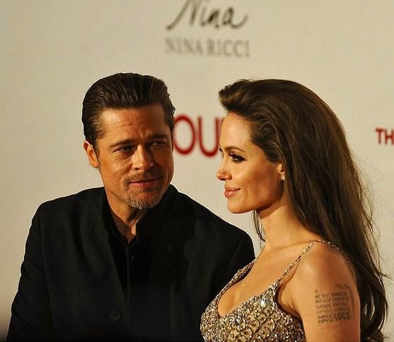Brad Pitt'in sık sık hayran bir şekilde sevmekten o hiç vazgeçmediği kadına böyle bakması
