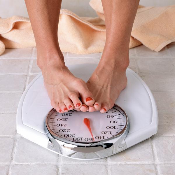 5- Çok sık tartılmak ve her tartıda büyük kilo kayıpları beklemek  6- Yeteri kadar sıvı almamak. Su yerine çay, kahve ve gazlı içecek tüketmek