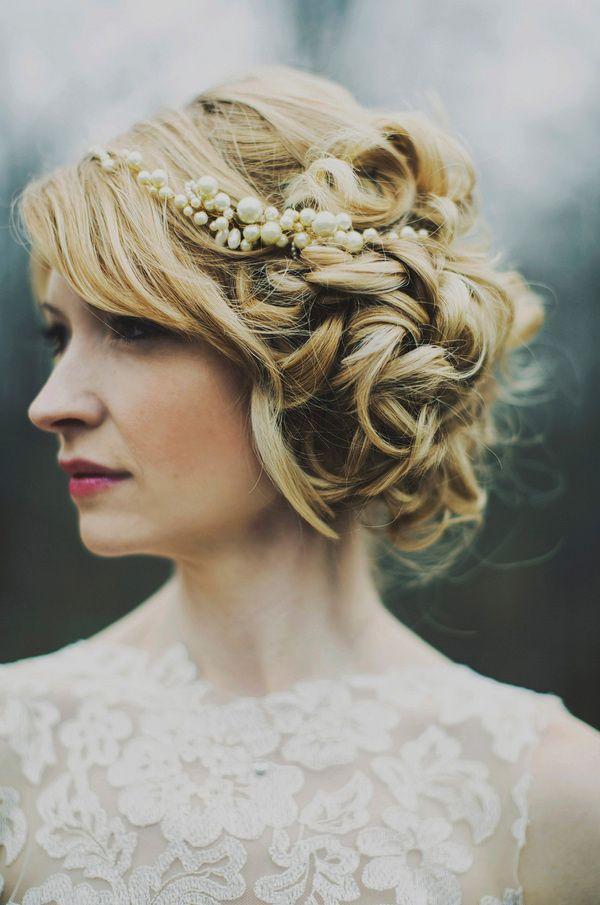 Düğün gününüzde saçınızı topuz yaptırmak istiyor ama kararsız mı kalıyorsunuz?  İşte sizlere ilham kaynağı olacak 2016 gelin topuzu modelleri...