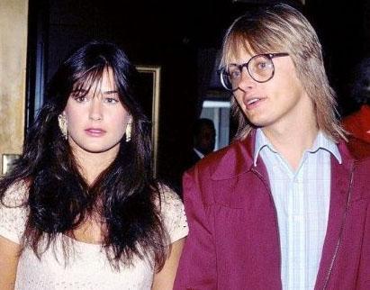 Moore ile o sırada 30 yaşında olan eşinin evliliği beş yıl sürdü.