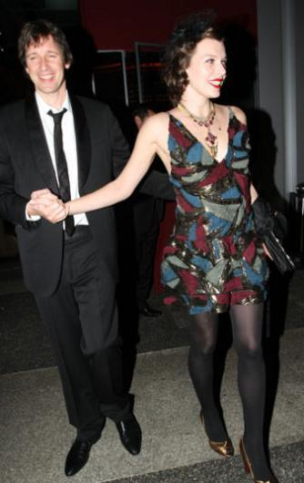 O sırada damat 21 yaşındaydı. Ama evlilik sadece birkaç ay sürdü. Milla Jovovich'in annesi olaya el koydu ve evliliği iptal ettirdi.   Paul W. S. Anderson ile Jovovich'in mutlu bir evliliği ve iki çocuğu var.