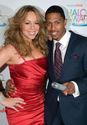 """Nick Cannon ve Mariah Carey evliliğinin de """"para için"""" yapıldığına inanan çok. Bu görüşü desteklemek için de çeşitli iddialar ortaya koyuyorlar.   Bu iddialara göre çift evlendiğinde Carey'nin 550 milyon dolarlık bir serveti vardı. Kocasının serveti ise 25 milyon dolardı. Bu da """"Nick Cannon, Mariah ile parası için evlendi"""" söylentilerini iyice alevlendirdi."""