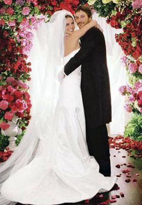 """Bu arada Federline'ın boşandıktan sonra Spears'tan """"iyi para"""" sızdırdığı da söyleniyor.   Bu iddialara göre Britney Spears, eski eşine """"aile sırlarını"""" -ki buna uzun süre gündemden düşmeyen seks kaseti de dahil- ifşa etmemesi için hatırı sayılır miktarda ödeme yaptı."""