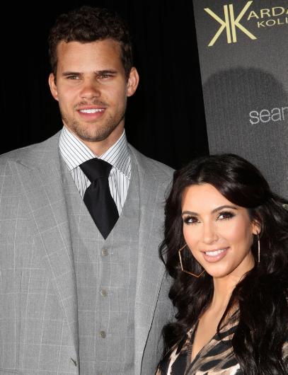 Kim Kardashian da para için evlilik yaptığı ileri sürülen ünlülerden. Üstelik bir değil tam iki kez. Hedef tahtasındaki ilk konu Kris Humphries ile yaptığı evlilik.