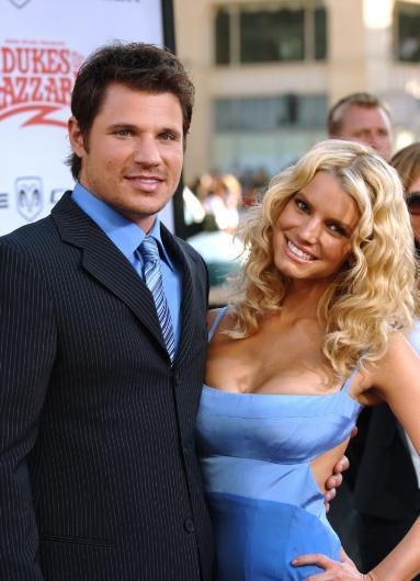 Gerçi Jessica Simpson ile Nick Lachey boşanalı epey zaman oldu ama bu evliliğin de para için yapıldığı iddiaları hiç bitmedi. Bunu ileri sürenlere göre Lachey, kendisinden çok daha fazla kazanan Simpson ile sırf bu yüzden evlendi.