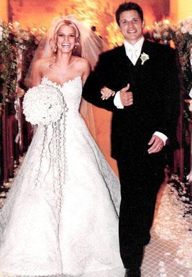 Böyle düşünenlere göre Lachey, Jessica Simpson ile nişanlandığı sırada eski şöhretini yitirmeye başlamıştı ve paraya ihtiyacı vardı. Zaten çift de 4 yıldan daha az bir zamanda boşandı.