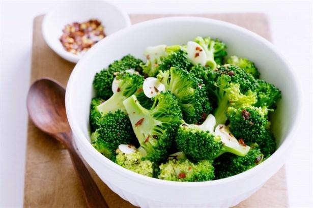 Brokoli  Brokoli, vücudu korumak için gereken A, B, C, D Vitamini ve glutatyon içerir.