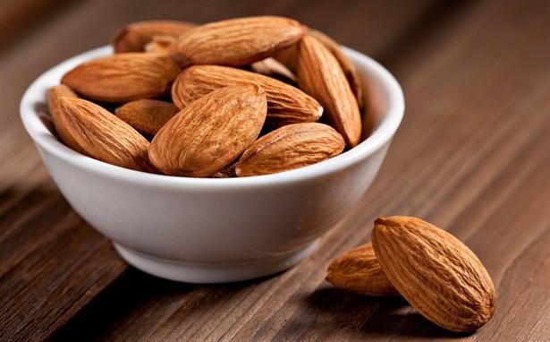 Badem  Stresin etkilerini azaltarak bağışıklık sistemini destekleyen bir besindir. Günde ¼ fincan badem tüketimi, günlük E vitamini ihtiyacınızın yaklaşık %50'sini karşılar.