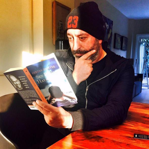 Cem Yılmaz  #senbenimhayatimsin Ferzan Ozpetek in yeni kitabi ! Kitapcilarda ve bende.
