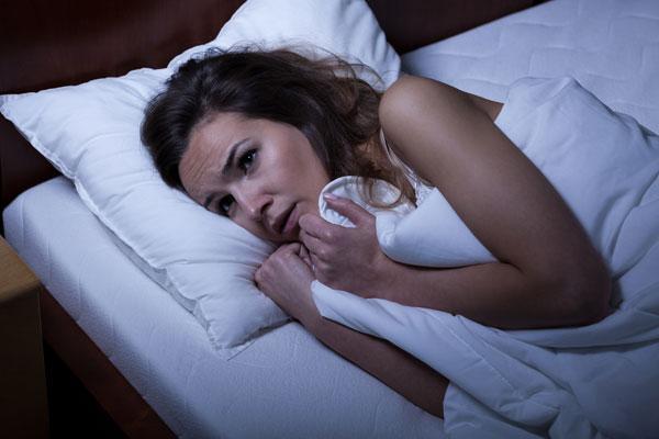 Antidepresan ilaçları kullanan deneklerin REM uykusunda daha hareketli, daha gergin olduğu da gözlenmiş.