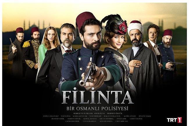 Filinta - IMDb 8.2  Dizinin ilk bölümünde Filinta Mustafa'nın canı kadar sevdiği kardeşi, yol arkadaşı Bıçak Ali, kendilerine kurulan tuzakta hayatını kaybetmişti. O kazada Mustafa bunun sorumlusu tutulmuş ve şartlı olarak özgürlüğüne bir seneliğine kavuşup, boynunda idam ipiyle dışarıda bu davası ve adalet için hayatına devam etmeye başlamıştı. Fakat Bıçak Ali yaşıyordu. Ve bunun arkasında yine Boris Zaharyas vardı. Bu bölümde o büyük patlamada kurtardığı fakat hafızasını yitiren Bıçak Ali'yi şimdi canı kadar sevdiği Filinta Mustafa'ya karşı kullanmaya karar verdi. Ve Bıçak Ali geri döndü! Üstelik kulağında 'Filinta Mustafa' yı öldüreceksin!' sözüyle…