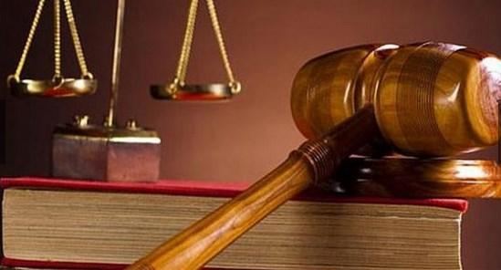 """Hakim, """"duygusal olarak zarar"""" verdiği gerekçesiyle adamı 14 bin dolar (30 bin Türk Lirası) tazminat cezasına çarptırdı."""