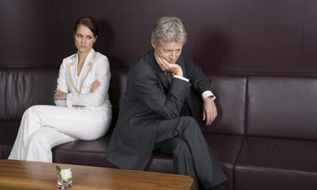 Bu yalan üzerine eşi, boşanma davası açtı.