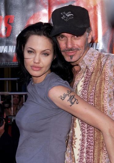 Angelina Jolie ile eski kocası Billy Bob Thornton'ın böyle bir şey yapmış olması aslında hiç de şaşırtıcı değil. 2000 yılında MTV Sinema Ödülleri törenine doğru yola çıktıkları bir Limuzin'in içinde sevişmiş ünlü çift.