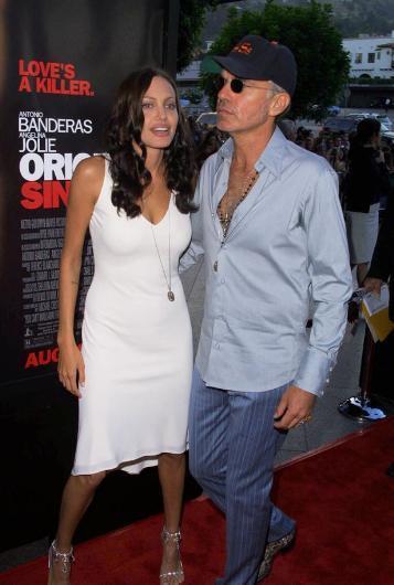 Üstelik Jolie, tören mekanında kırmızı halıya adım atar atmak bunu herkese anlatmış.  Sadece onlar değil, aynı fanteziyi paylaşan bir başka ünlü çift daha var: Will Smith ve eşi Jada Pinkett Smith de 2009 Oscar törenine giderken yine bir Limuzin'in içinde aynı heyecanı yaşamış.