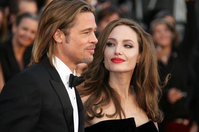 """Angelina Jolie ve Brad Pitt ya da magazin basınının onlara taktığı isimle Brangelina çifti hakkında dört ya da beş ayda bir """"ayrılıyorlar"""" söylentileri çıkar. Belli ki zamanı geldi çünkü geçen haftadan başlayarak bazı dedikodu sitelerinde ya da dergilerinde """"Brangelina çfti boşanıyor"""" başlıkları yine görünmeye başladı."""