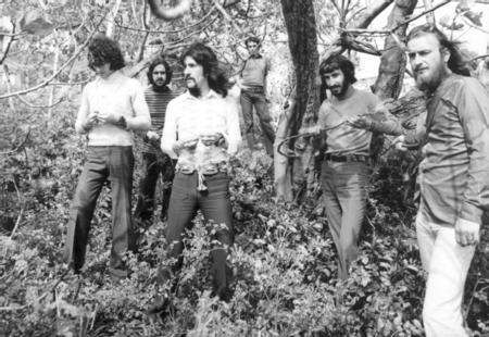 Rıza Omayer ve Emre Gönenç, bateride Fikret Zolan, tenor saksofonda Oğuz Kayıhan. Bu kadroyla grup rock'n roll coverları yaparken, Barış Manço'da ilk bestesi Dream Girl'ü bu dönemlerde yaptı ve Ankara'da küçük bir müzik ödülünün de sahibi oldu. İkinci grubu Harmoniler'de yine Galatasaray Lisesi'ndeki arkadaşları vardı. Gitarda Mehmet Şahinbaş ve Şanal Pınar, davulda Batur Pere, piyano ve bas Osman Önder, saksofonda da Asaf Savaş Akat yer almaktaydı.