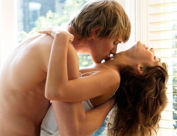 Çılgın Seks!  Baş döndüren, muhteşem bir seksten bahsediyoruz. Ne kadar uzun zamandır birlikte olduğunuzun hiç bir önemi yok. Tek ihtiyacınız olan sizi sarsan, güçlü, şehvetli ve heyecanlı bir seks! Seks terapisti Morehouse bu tür seksin daha derin bir ilişki seviyesinde de önemli olduğunu söylüyor.  Partnerinizin karşısında kontrolü tamamen elden bıraktığınızda, partnerinizin yüzünüzün aldığı değişik ifadeleri görmesinden çekinmemelisiniz. Kendinizi bu şekilde serbest bırakıp utangaçlığınızı bir kenara bıraktığınızda çift olarak birbirinize olan yakınlığınızın seviyesi artacak.
