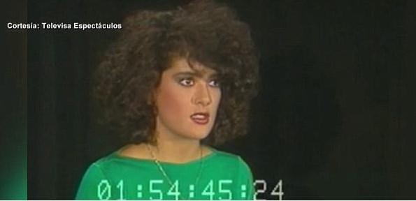 Selma Hayek, oyunculuk kariyerine ülkesinin en büyük yayıncılık şirketlerinden biri olan Televisa'da başladı. Hayek, 1989 yılında bu kanalın Teresa adlı TV dizisinde rol aldı. Çok kısa bir süre sonra da Hollywood'a adım atıp kariyerinde hızlı adımlarla yükseldi.