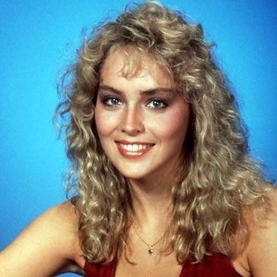 Bu güzel kadın da Sharon Stone.