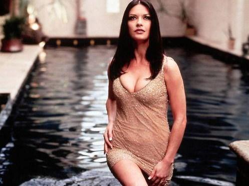 Catherine Zeta Jones, 80'lerde 20'li yaşlarındaydı.