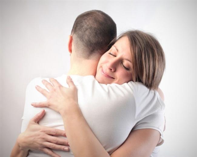 Yengeç  Sevgili Yengeçler Zodyak'ın en sevgi dolu ve sevgi ihtiyacı çeken burcuna mensup kişiler olarak bu sevgililer ününde aşkı veya sevgiyi derinden hissetmek isteyebilirsiniz. Sevdiğiniz kişiler romantik jestler, mesajlar veya maillerle size sevildiğinizi hissettirebilirler. Aşırı duygusal olabilirsiniz. Ancak, günün olumsuz açıları da bulunması gün içerisinde zaman zaman kendinizi değersiz hissetmenize neden olabilir. Bu geçici durumu büyütmeden ve sakinlikle atlamanızda fayda var. Zira, gün geneli olumlu şeylere işaret ediyor.