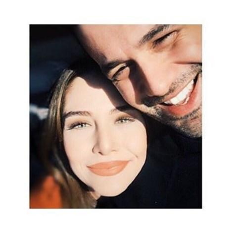 Ezgi Asaroğlu  pazartesi sendromu yaşamayan dünya tatlısı insanlarız hihihijij ✌🏼️