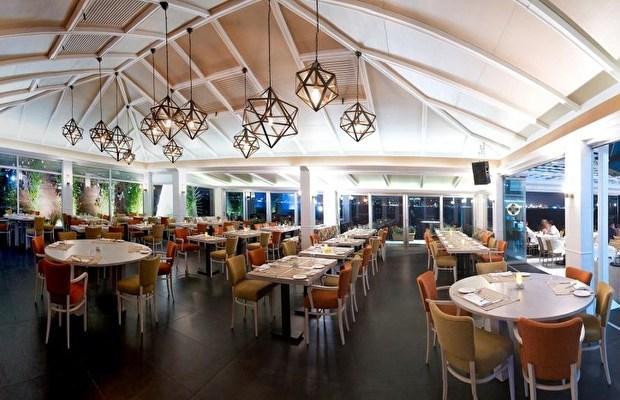 Sardunya  Son zamanların popüler semti Karaköy'de bulunan Sardunya, rahat atmosferi, zengin mutfağı ve eşsiz manzarasıyla romantik bir gün geçirmeniz için iyi bir seçenek olabilir. Muhteşem boğaz manzarasına sahip Sardunya, konuklarına kahvaltı ve akşam yemeği olarak iki seçenek sunuyor. Kahvaltı menüsünün fiyatı 60 TL, akşam yemeği ise 90 TL olarak değişiyor.  Adres: Meclis-i Mebusan Cd. No:22 Karaköy Telefon: (0212) 249 04 92   Kışın Evlenenlere Balayı Önerileri