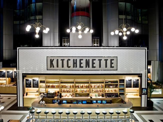 """Kitchenette  Kitchenette Bebek ve Erenköy şubeleri bugüne özel olarak bir program hazırladı. Dünya mutfaklarından farklı lezzetleri, modern ve samimi dekorasyonuyla birleştiren Kitchenette, sevgilileri ilk olarak """"La vie en Rose"""" adlı baştan çıkarıcı kokteyli ile karşılayacak. Ana yemek olarak misafirler """"Fırında Fener Balığı"""" ya da """"Ağır ateşte pişmiş dana yanağı"""" arasından seçimlerini yapabilecekler. Gece boyunca yemeğe eşlik edecek DJ performansının yanında """"Tatlı Aşk"""" tatlısı ile gün mutlu sonla kapatılacak. Sevgililer Günü menüsünün fiyatı kişi başı içki hariç 135 TL.   Kitchenette Bebek: (0212) 287 11 61 Kitchenette Erenköy: (0216) 356 50 60"""