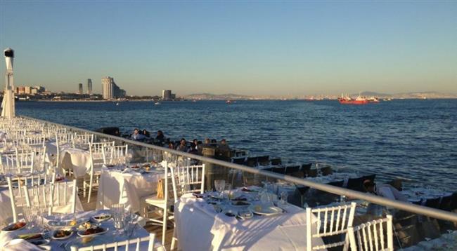 Nossa Costa  Sevgililer günü için öneriler arayan çiftlere bir mekan da Ataköy'den geliyor. Ataköy Marina'nın mendirek sonunda muhteşem bir konuma sahip. Eğlencenin adresini arayan çiftlere önerilir. Menü konusunda oldukça zengin olan mekanda farklı damak tatlarına göre seçenekler bulmak mümkün. Ataköy Marina, 34158 İstanbul Telefon: (0212) 560 17 17