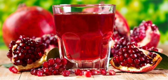 """Sevgililer günü'nde sevgilinizle romantik bir an mı yaşamak istiyorsunuz? O zaman bu besinler size yardımcı olacak. İşte romantizmi arttıran o yiyecekler...  Kırmızı bir içecek olarak nar suyu   Bereketin simgesi olan nar, Sevgililer Günü sofranızın renk harmonisinin bir parçası olsun. Nar suyu Sevgililer Günü'ne en uygun içecek. Narın birinci etkinliği yoğun antioksidan içermesi ve böylece metabolizmamızı antikanserojen olarak temizlemesi; ikinci özelliği de potasyum açısından zengin olması sayesinde dolaşımı dengeleyip, ödemi azaltıp, kalbi korumasıdır.  <a href= http://foto.mahmure.com/yasam/olmeden-once-tatmaniz-gereken-25-besin_38308 style=""""color:red; font:bold 11pt arial; text-decoration:none;""""  target=""""_blank""""> Ölmeden Önce Tatmanız Gereken 25 Besin"""