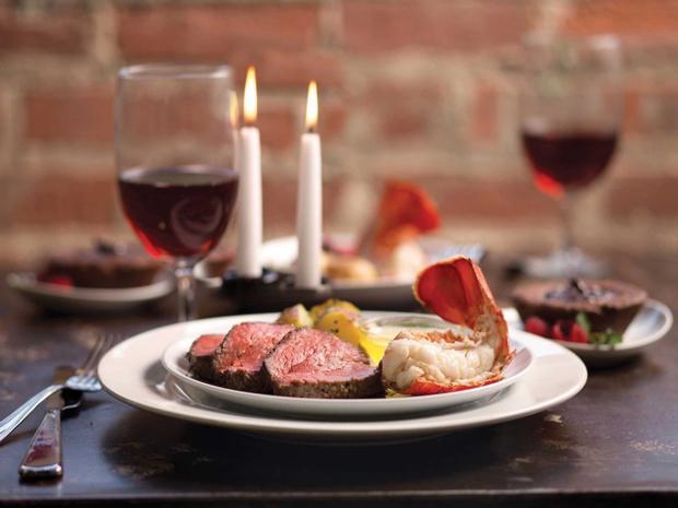 """Sevgililer Günü'ne Enerji ve Renk Katacak Bir Menü   Sevgililer Günü'ne özel hazırladığınız sebze çorbası  Fırında yağsız kırmızı et  Yoğurt soslu makarna  Bol yeşil salata ( roka+ maydanoz + marul + göbek + az  zeytinyağı + narekşisi ilaveli)  <a href= http://foto.mahmure.com/yasam/olmeden-once-tatmaniz-gereken-25-besin_38308 style=""""color:red; font:bold 11pt arial; text-decoration:none;""""  target=""""_blank""""> Ölmeden Önce Tatmanız Gereken 25 Besin   Güne özel meyve salatası  Çikolata  1 – 2 kadeh kırımızı şarap"""