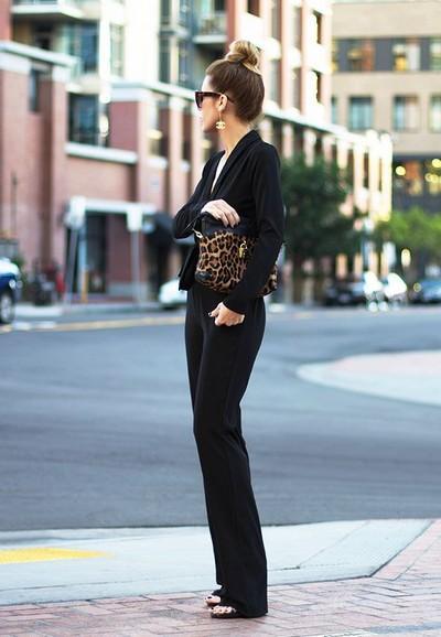 Boyunuzu uzatın  Tulumlar uzun bir silulet yaratırlar. Etkiyi arttırmak için dikey kruvaze yakalı ve topuklu ayakkabılarınızı örtecek uzunluktaki tulumları tercih edin