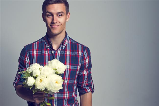 Sevgililer Günü'nde çiçek en çok kadınlara verilen bir armağan olsa da, son yıllarda erkeklere de çiçek gönderiliyor. Siz de iş yerine ya da evine beyaz ve mavi çiçekler gönderebilirsiniz.