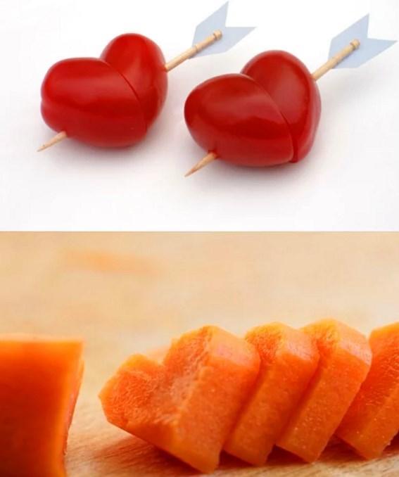 """Yemekler çok zor gelirse o zaman salatayı kalplerle süsleyebilirsiniz.  Sebzelere kalp şekli verip masaya gelen salatayı o şekilde süsleyebilirsiniz.  <a href=  http://foto.mahmure.com/yemek/sevgilinize-hazirlayabileceginiz-zarif-tarifler_17357 style=""""color:red; font:bold 11pt arial; text-decoration:none;""""  target=""""_blank""""> Sevgilinize Hazırlayabileceğiniz Zarif Tarifler!"""