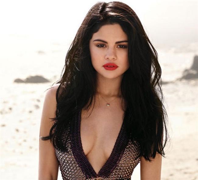 Selena Gomez  SnapChat: selenagomez
