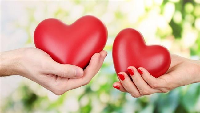14 Şubat Sevgililer Günü'nü ünlü isimler eşleriyle ya da sevgilileriyle birlikte kutladı.Kimi ünlü sevgilisine hediye aldı kimi ise birlikte çekilen fotoğraflarını sosyal medyada paylaşıp jest yaptı.  İşte ünlülerin Sevgililer Günü paylaşımları...