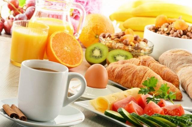 Öğün atlamak   Her yemek yediğinizde metabolik hızınız iki saat içinde yüzde 20 - 30 artar fakat öğünleri atlarsanız metabolizmanız yavaşlar. Özellikle de kahvaltı yapmamak en büyük problemdir ve gece boyunca yüzde 5 yavaşlayan metabolik hızınız bir daha yemek yiyene kadar aynı hızda kalır.