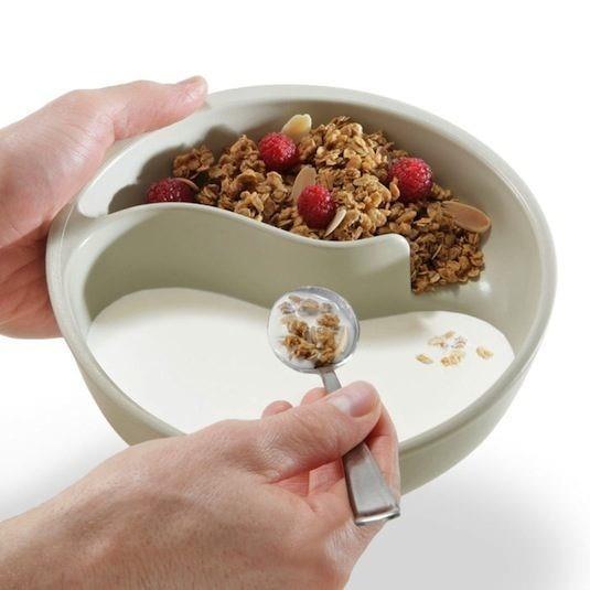 Kahvaltılık Gevreğin Hamura Dönüşmesine İzin Vermeyen Tas  Bu akıllı dizayn ile gevreğinizin sütle karışıp hamura dönüşmeyeceğinden emin olabilirsiniz.