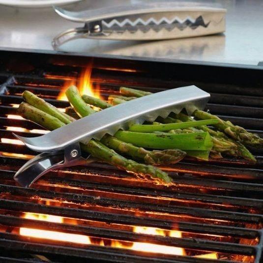 Izgara Pensleri  Sebzelerinizi birbirine tutturabilir, ateşe düşme riskini yok edebilirsiniz. Kolayca pişirin, çevirin ve pişince kolayca alın.