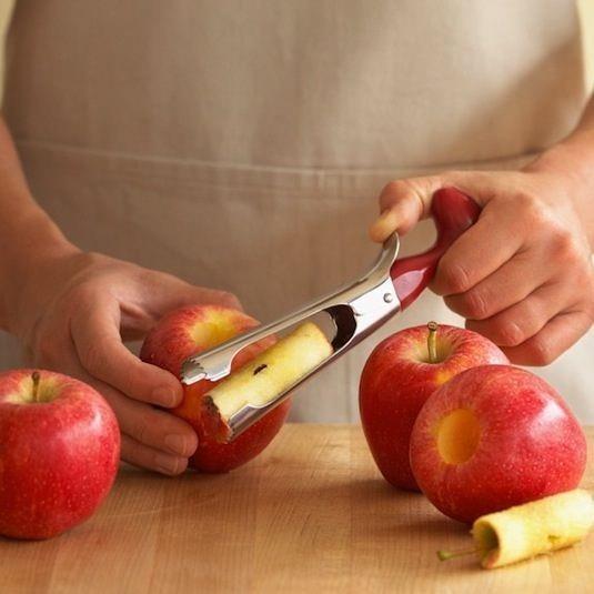 Elma Çekirdeği Ayırıcı  İstemediğiniz çekirdekleri ayırmaya yarayan bu alet ile çocuklarınıza hiç endişe duymadan elmayı bütün olarak verebilirsiniz. Elmalı tartlar için muhteşem bir alet.