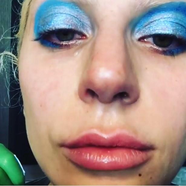 Lady Gaga, David Bowie ödül için onun makyajını yaparken ağladı.