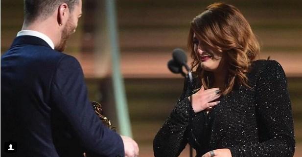Ve ödül aldığı zaman kalbi yerinden çıkacakmış gibi hissettiğini söyledi.